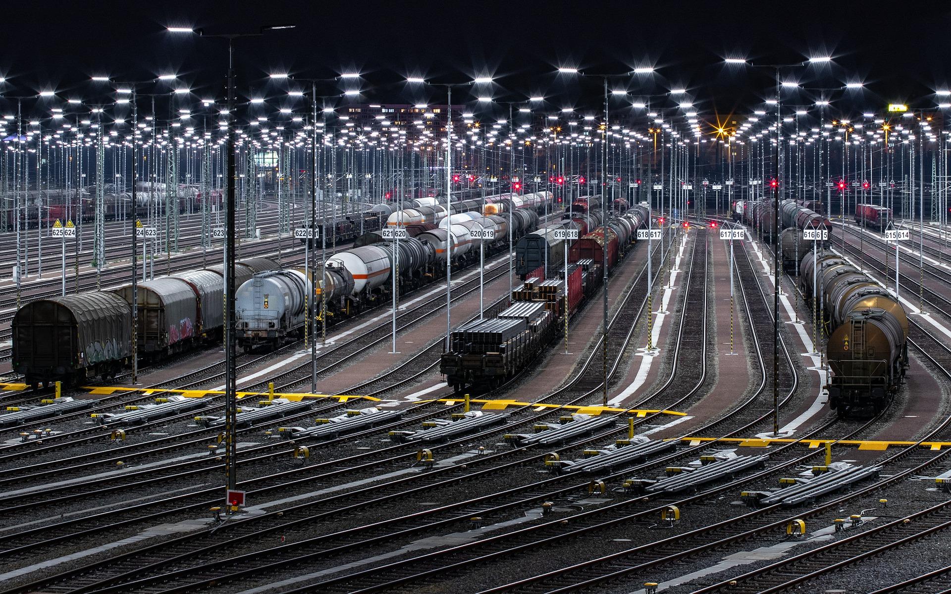 traukiniai prekybos analizė ir informacinė sistema)